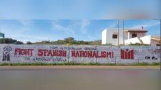 Pintadas a favor de la república catalana en Caló de Sant Agustí (Formentera) (Foto: 'Dbalears.cat)