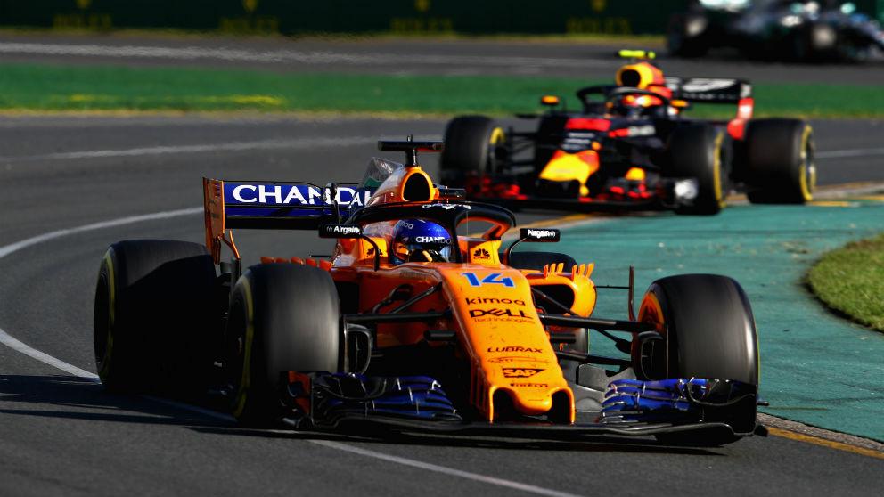 Eric Boullier ha dado esperanzas a Fernando Alonso asegurando que el rendimiento del McLaren MCL33 debería mejorar bastante a lo largo del año, después de superar todos los problemas de adaptación que están apareciendo para acoplar el motor Renault. (Getty)