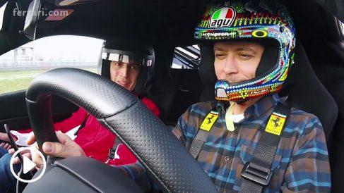 Valentino Rossi ha tenido el privilegio de conducir una de las últimas bestias creadas en Maranello, el Ferrari 488 Pista, que cuenta con un motor V8 de 3,9 litros y 720 CV.
