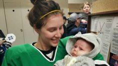 La jugadora de hockey que no duda en amamantar a su bebé en el descanso del partido