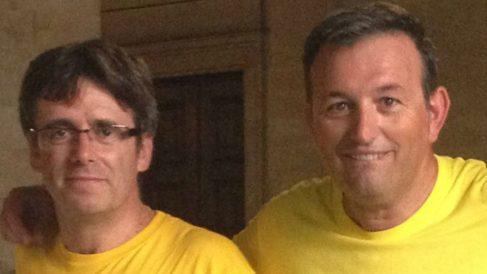 El alcalde de Puerto de la Selva (Gerona9, Josep Maria Cervera (derecha), junto al ex presidente del Govern, Carles Puigdemont