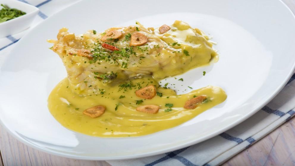 Receta de filetes de rodaballo escalfado con salsa de vino y ostras.