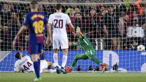 Manolas marca para el Barça en propia puerta. (AFP)