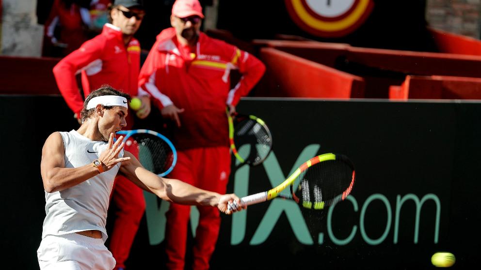 Rafa Nadal, en un entrenamiento de la Copa Davis en Valencia. (EFE)