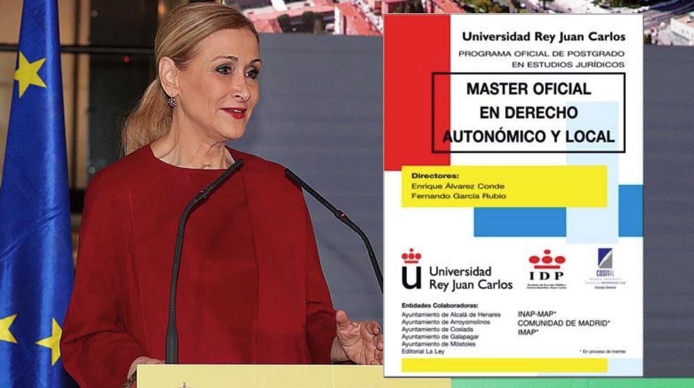 Cristina Cifuentes y el dossier promocional del máster.