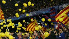 El Camp Nou lanzó globos amarillos en el partido contra la Roma. (AFP)