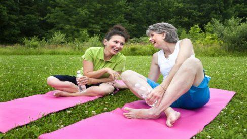 mujeres realizando actividad física