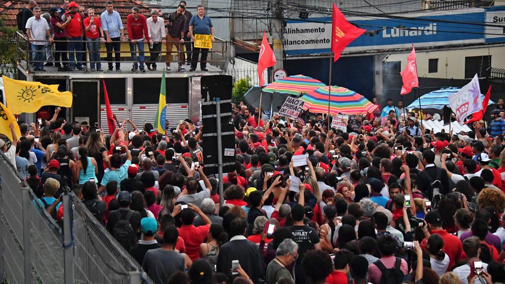 Manifestantes favorables a Lula en Brasil (Foto: AFP)