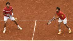 Mac y Feliciano López, en el dobles ante Alemania. (AFP)