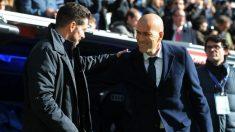 Zidane saluda a Simeone en uno de los derbis en el Santiago Bernabéu. (Getty Images)