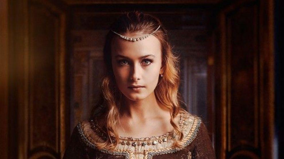Todos los pasos para saber cómo hacer y llevar los mejores peinados medievales