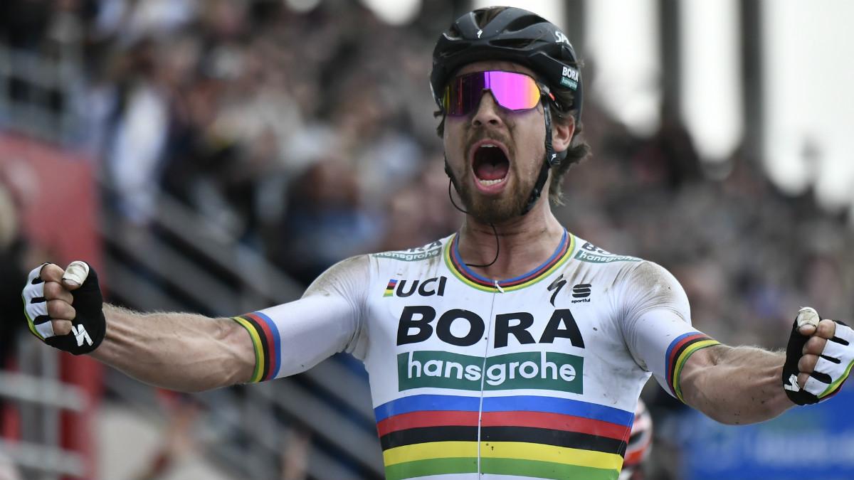 Peter Sagan celebra su triunfo en la Paris-Roubaix. (AFP)