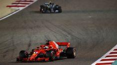 Sebastian Vettel por delante de Valtteri Bottas