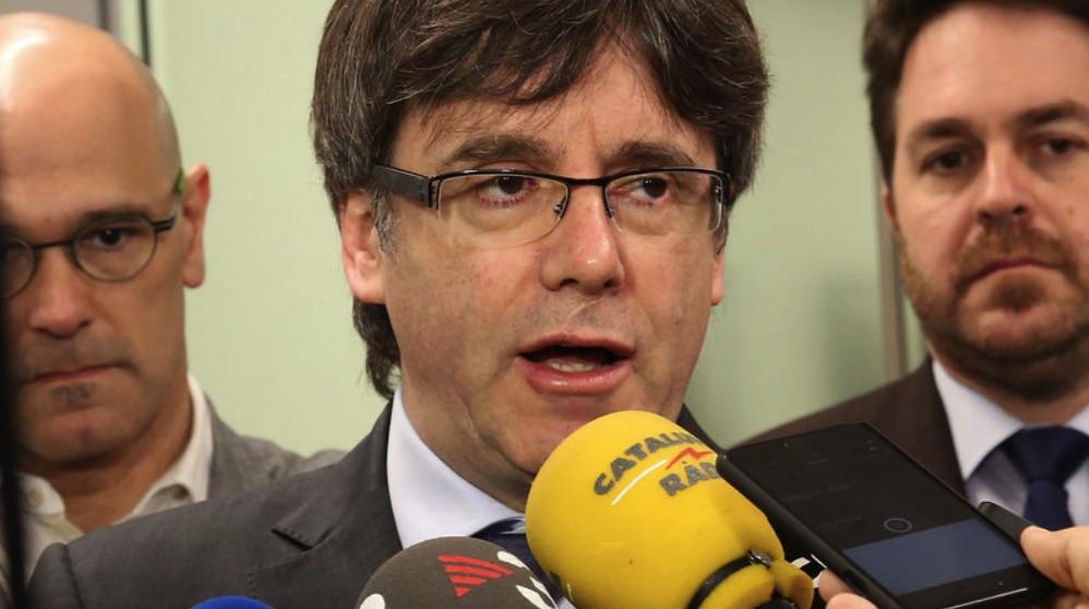 Carles Puigdemont atendiendo a la prensa. (Foto. Flickr)