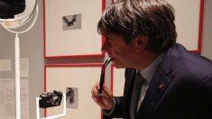 Carles Puigdemont visitando un museo. (Foto. Flickr)