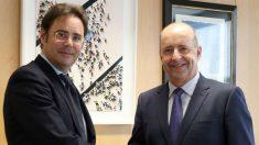 El secretario de Estado de Asuntos Europeos, Jorge Toledo Albiñana, durante una reunión reciente con el consejero de Economía del Gobierno de Canarias, Pedro Ortega. (EFE)