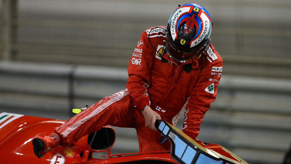 Kimi Raikkonen abandonó el Gran Premio de Bahrein tras un fallo múltiple en boxes que acabó con el finlandés atropellando a uno de sus mecánicos. (Getty)