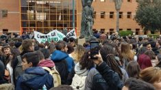 Protestas en el Aulario de Vicálvaro. (Foto: TW)