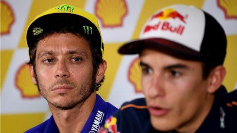 Valentino Rossi y Marc Márquez, en una rueda de prensa del Mundial de MotoGP. (AFP)