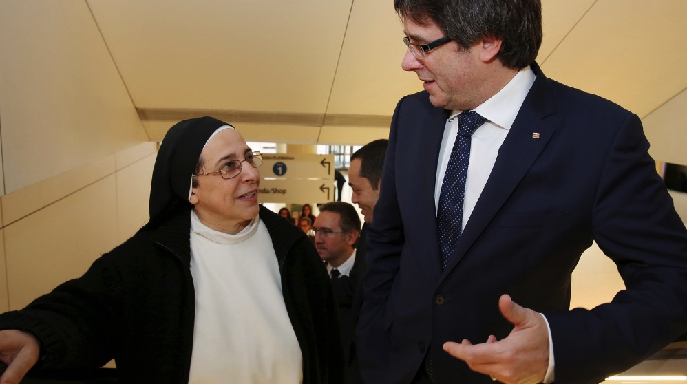 Sor Lucía Caram junto a Puigdemont. (Foto. Flickr)