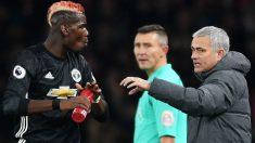 Mourinho da instrucciones a Pogba en un partido. (Getty)