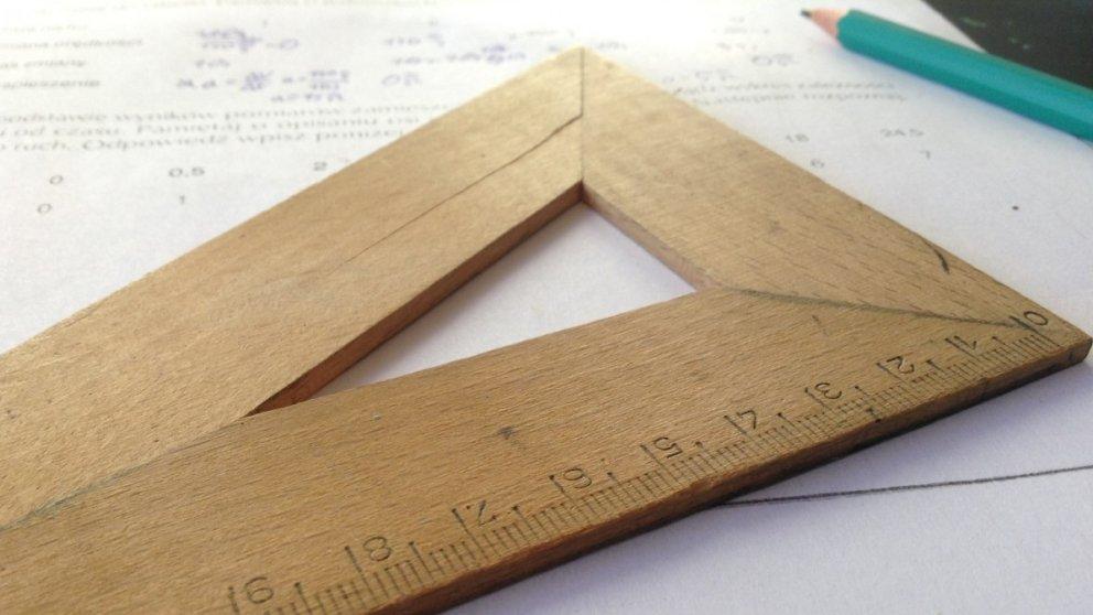 Aprende a calcular el perímetro de un triángulo rectángulo de forma fácil con estos pasos.