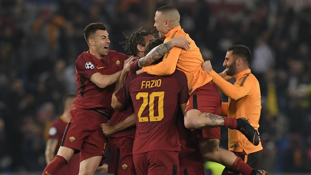 Los jugadores de la Roma celebran la épica remontada al Barcelona. (Getty)