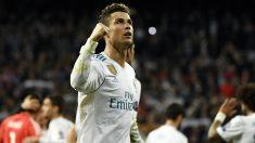 Cristiano Ronaldo celebra con la afición la clasificación ante la Juventus. (AFP)