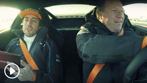 Fernando Alonso ha vuelto a evidenciar la buena relación que le une con su actual jefe, Zak Brown, en un curioso vídeo en el que ambos se entrevistan mutuamente al volante de uno de los coches de calle de la marca británica.