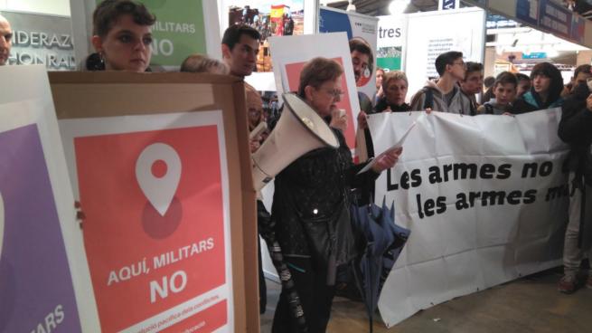Radicales de la CUP tratan de boicotear al Ejército en el salón ExpoJove de Gerona