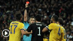 El colegiado expulsó a Buffon en el último minuto tras señalar penalti. (Foto: Enrique Falcón)