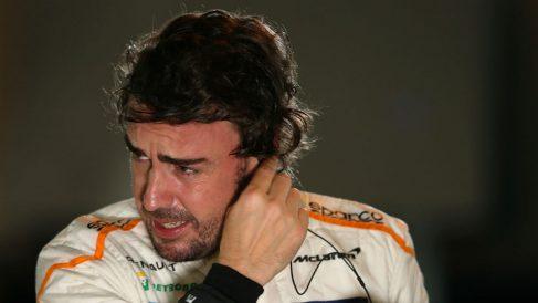 Fernando Alonso, a punto de subirse al McLaren. (Getty)