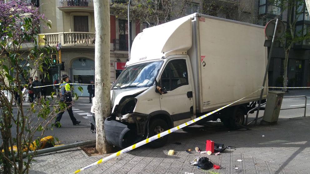 Un camión atropella a seis personas en la calle Aragón de Barcelona.
