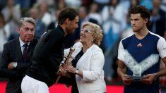 Carmena saluda a Nadal en la última edición del Mutua Madrid Open. (Getty)