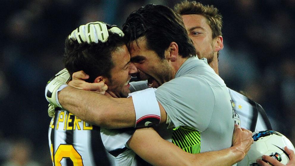 Del Piero y Buffon durante su etapa en la Juventus. (AFP)