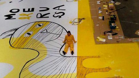 Mural amarillo pintado por Mercè Galí