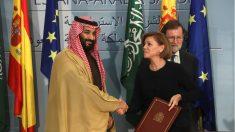 Mohamed bin Salman, la ministra María Dolores de Cospedal y el presidente Mariano Rajoy. (EFE)