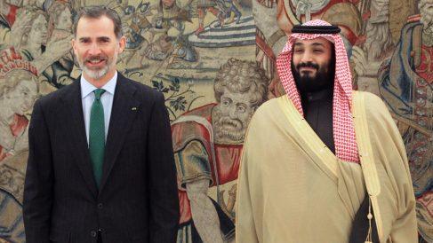 Felipe VI con Mohamed bin Salmán. (Foto: EFE)
