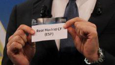 La bola del Real Madrid, en un sorteo de Champions. (AFP)