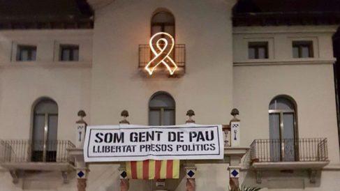 Pancarta golpista en el ayuntamiento de la Roca del Vallés
