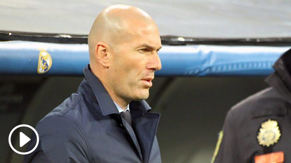Zidane, en un momento del partido. (Foto: Enrique Falcón)