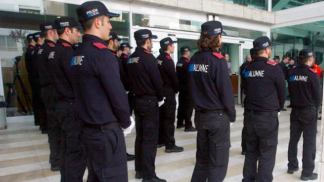 Agentes de la policía local en Baleares (Foto:Facebook)