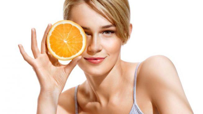 Cómo utilizar la vitamina C para la cara con remedios caseros