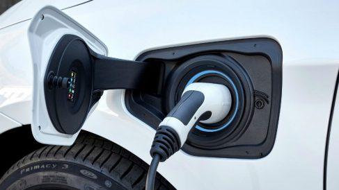 El Gobierno pretende fomentar el uso de vehículos sostenibles con el plan VEA.