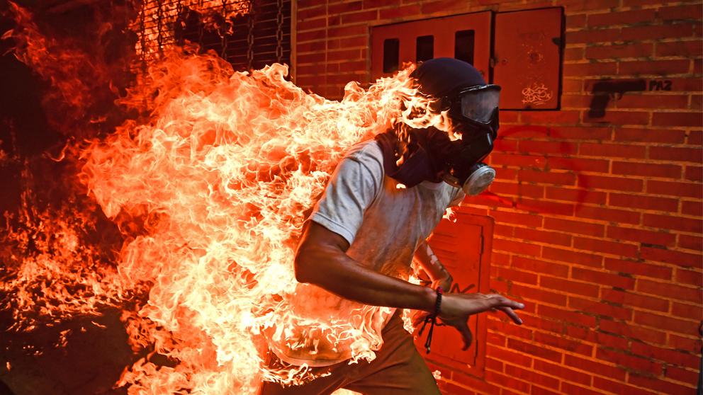 Foto del año del World Press Photo 2018. (Foto: Ronaldo Schemidt/AFP)