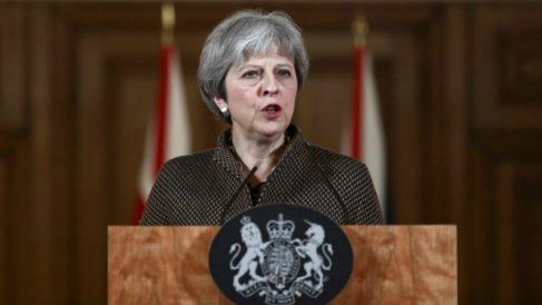 La primera ministra de Reino Unido, Theresa May, en una rueda de prensa sobre el ataque de EEUU a Siria en respuesta al uso de armas químicas por parte del régimen de Bashar Al Assad. Foto: AFP