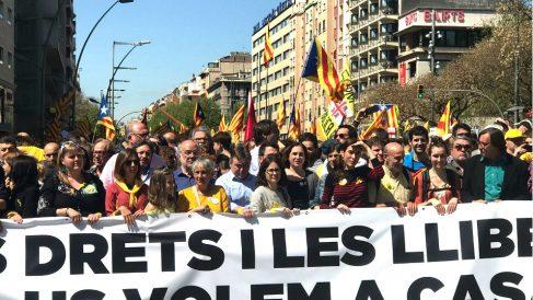 Ada Colau en la cabeza de la manifestación. (Foto: Joan Guirado)