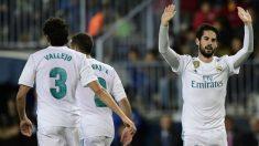 Isco se disculpa, tras marcarle el primer gol del partido al Málaga (AFP).