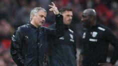 Mourinho se queja en el partido contra el WBA. (Getty)