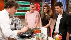Jordi Cruz cocinando para Amaia y Alfred en 'Masterchef 6'.